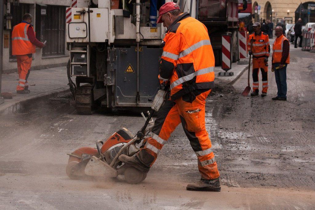 Straßenbau, Straßenausbau, Reparatur, Renovierung, Anliegerinteressen,